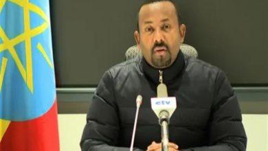 صورة «تقييد الأيدي» أوصله إلى قمة السلطة.. كيف يحكم آبي أحمد بلدًا به أكثر من 80 مجموعة عرقية؟