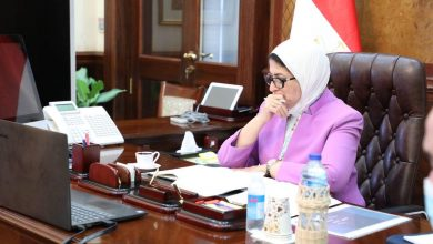 صورة وزيرة الصحة تتابع مع محافظي الإسكندرية ومطروح خطة التصدي لانتشار الموجة الثانية من «كورونا»
