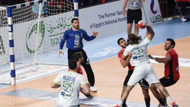 صورة رئيس الوزراء يهنئ لاعبي المنتخب الوطني لكرة اليد بالصعود لدور الثمانية ببطولة العالم