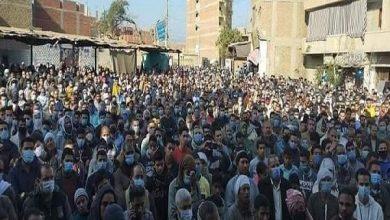 صورة بالصور.. حشود هائلة من المواطنين شيعت الشهيد المصري بالسعودية إلى مثواه الأخير