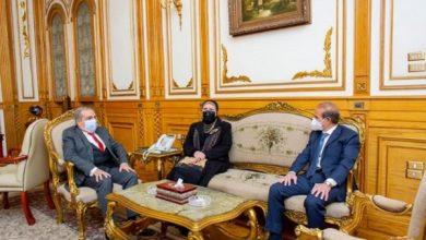 صورة «مرسي» و «جامع» يشهدان توقيع اتفاقية تصنيع مشترك للأتوبيسات الكهربائية