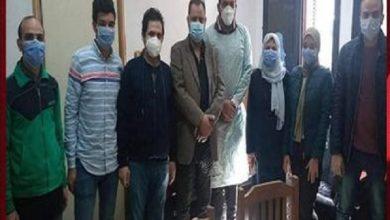 صورة الأطقم الطبية بجامعة المنصورة تبدأ تلقي لقاح كورونا.. و«شعراوي» يناشد الجميع بالتسجيل