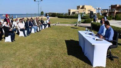 صورة وزير الرياضة ومحافظ الفيوم يُجريان حوارًا مع الشباب ويستمعان إلى همومهم ومطالبهم
