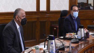 صورة رئيس الوزراء يستعرض عددًا من الملفات المشتركة بين الحكومة والبنك المركزي