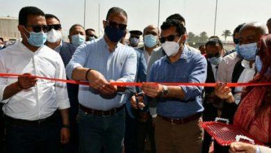 صورة وزير الشباب ومحافظ الفيوم يضعان حجر الأساس لعددٍ من المنشآت الرياضية