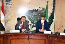 صورة وزير القوى العاملة ومحافظ الفيوم يلتقيان العائدين من الخارج لمناقشة تمويل مشروعاتهم
