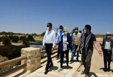 صورة وزيرة البيئة ومحافظ الفيوم يتفقدان أعمال تطوير شلالات الريان.. ويحاوران العاملين بالمحمية