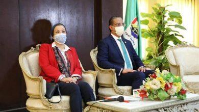 صورة وزيرة البيئة ومحافظ الفيوم يفتتحان أول نموذج مصري لتحويل المخلفات لطاقة بالتغويز اللاهوائي