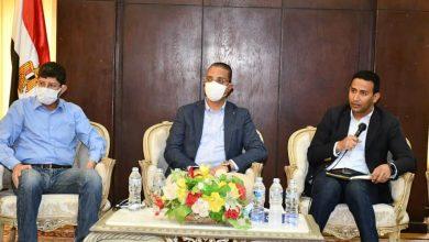 صورة محافظ الفيوم يبحث مع وفد مجلس الوزراء الموقف التنفيذي لمشروعات «حياة كريمة»
