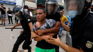 صورة ربيع يتحول إلى شتاء..الأزمة في تونس من وجهة نظر «الجارديان» و«الإندبندنت»