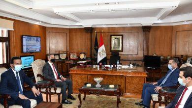 صورة محافظ الفيوم يهنئ مدير الأمن الجديد اللواء ثروت المحلاوي بتولي مهام منصبه