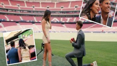 صورة بطريقة رومانسية.. نجم أتلتيكو مدريد يطلب يد صديقته للزواج على أرضية الملعب