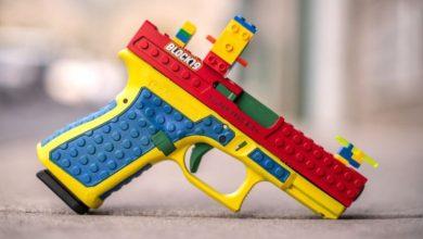 صورة عمل خطير.. مسدس حقيقي- على شكل لعبة- يثير ردود فعل غاضبة!!