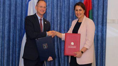 صورة إسرائيل توقع أولى الاتفاقيات الزراعية مع الإمارات في تل أبيب
