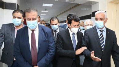 صورة رئيس جامعة المنوفية يطمئن على مُصابي فريق السرعة بصحبة وزير الشباب والمحافظ