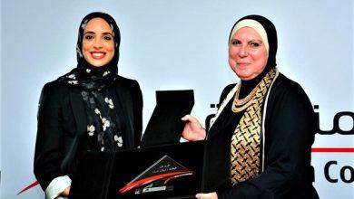 صورة وزيرة التجارة والصناعة تكرم البطلة الأوليمبية المصرية فريال أشرف وأسرتها