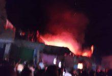 صورة حريق يدمر مستودع مواد بترولية ببلدة الريان.. وأصابع الاتهام تشير إلى «عُقب سيجارة»